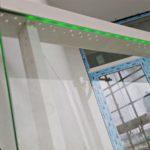 led decorativo en edificios bajo las ventanas